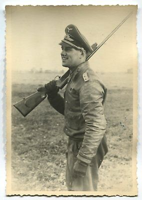 German Wwii Archive Photo: Luftwaffe Flying Ace With Rifle, Knight's Cross, Name