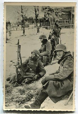 German Wwii Archive Photo: Soldiers With Mg 34 Machine Gun Sitting On Ground