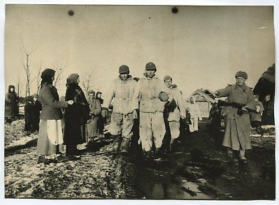 WWII LARGE SIZE PRESS PHOTO: CONVOYED GERMAN POW's CAPTIVES PASSING BY VILLAGE