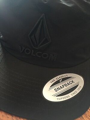 82970f9451a VOLCOM MENS ONE Sz Snapback Hat Black Red 2-Tone Wool Blend Baseball ...