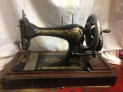 Vintage Singer sewing machine 28K 1901 Wooden case