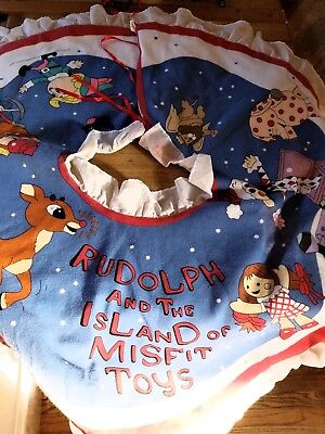Rudolph and The Island of Misfit Toys Musical Christmas Tree Skirt -Hard To Find