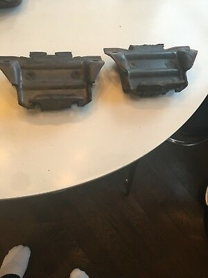 Pair of GM Motor Mounts Matching Stamped on Side rubber 9777903 9797294