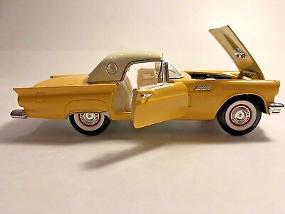 1957 ford thunderbird (Scale 1:24)