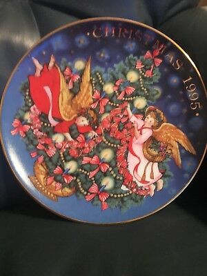 Avon 1995 Trimming the Tree Christmas Collectible Plate Angels 22K Gold