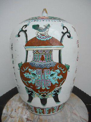 An antique Chinese ginger jar with a decoration of flower baskets - 19th century