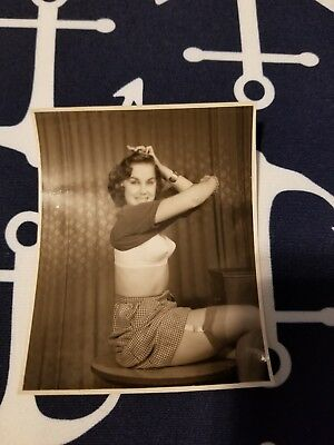 1950s Snapshot 4X5 photo Risque Pin up CURLED BRUNETTE GIRL NUDE IN BEDROOM 1