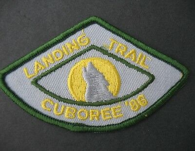 Boy Scouts Canada Landing Trail Cuboree 1986 Embroidered Patch Cubs Wolf Moon