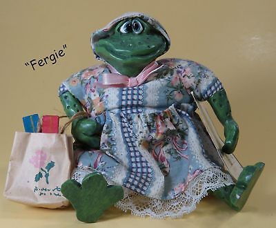 """RUSS """"Fergie"""" Frog """"The Country Folks"""" Collection Shelf Sitter"""