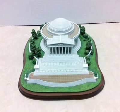 "Danbury Mint ""JEFFERSON MEMORIAL"" Replica Statue with Wood Base, 8""x10""x4"" Tall"