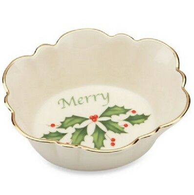 """Lenox Holiday """"Merry"""" Oval Fluted Christmas Candy Dish, New in Box 822398 NEW"""