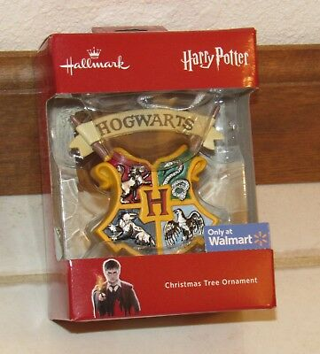 Hallmark 2018 Harry Potter Hogwarts Crest  Shield Coat of Arms Red Box Ornament