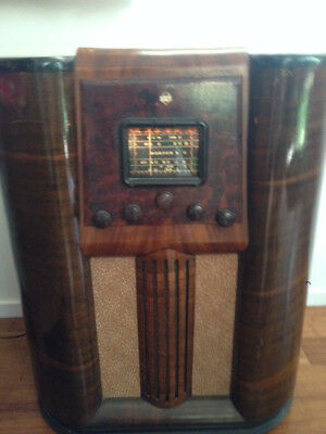1939 Music Masters valve console radio in perfect working order