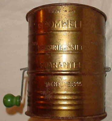 VINTAGE BROMWELLS 3 CUP MEASURING SIFTER GREEN KNOB MADE IN USA Pat #53995