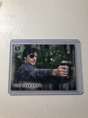 THE GOVERNOR THE WALKING DEAD HUNTERS and the HUNTED S/P VARIATION CARD #30.