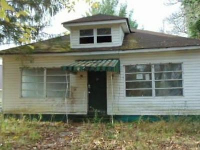 NO RESERVE!!! 2 BEDROOM 1 BATH Residential Home in West Virginia, UP FOR AUCTION