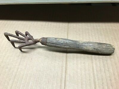 Vintage Cast Iron Garden 5 Tine Hand Cultivator Claw Tool  Wood Handle