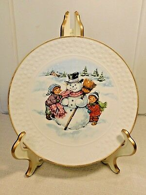 """Avon Bisque Porcelain Holiday Collector Plate """"A Child's Christmas"""" 1986"""