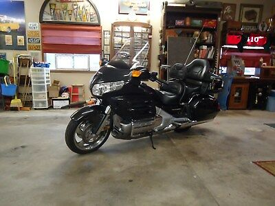 2010 Honda Gold Wing  2010 HONDA GOLD WING MOTORCYCLE MODEL GL1800, 5092 MILES. GOLDWING