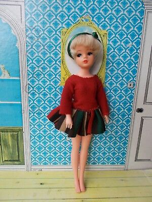 Vintage beautiful 1980s sad face blonde Sindy doll