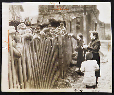 WWII Original PRESS PHOTO German PRISONERS in STOCKADE Captured by US 3rd ARMY