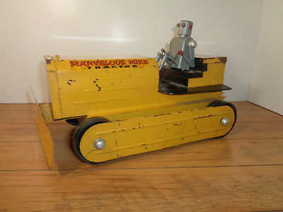 Saunders - Swadar Vintage Marvelous Mike Battery Powered Tractor