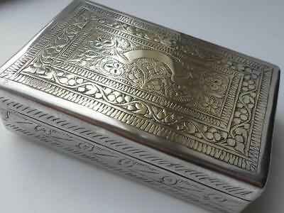 SUPER LITTLE ANTIQUE VINTAGE INDIAN SILVER PLATE WHITE METAL DECORATED BOX No 2