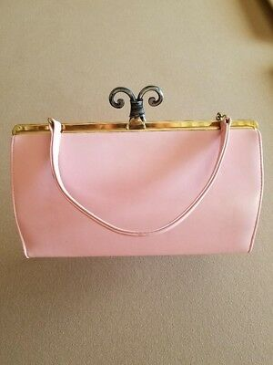 Pretty in Pink Vintage 1950s patent leather purse.  Rockabilly / retro style.