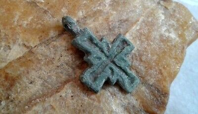 MEDIEVAL 10-13th CENTURY VIKING-STYLE BRONZE HAND-CARVED CROSS PENDANT