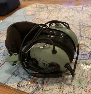 David Clark H10-13.4 Aviation Pilot Headset with free case.