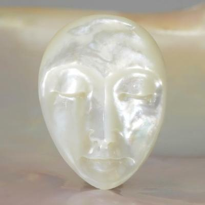 Lustrous Mother-of-Pearl Shell Face Cameo-style Carving Cabochon 4.36 g