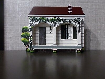 Shelia's Wood Collectibles IVY GREEN Helen Keller Birthplace 1994