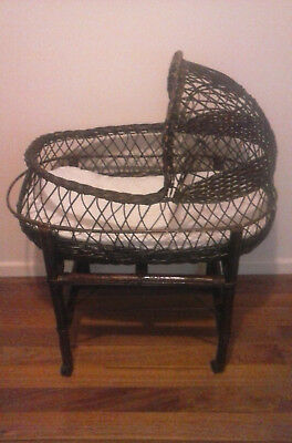 Retro Bassinette Wicker Basket  With Stand