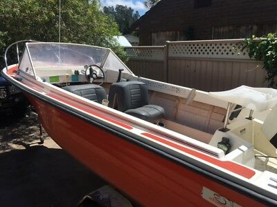 Boat runabout 15ft 70hp Johnson