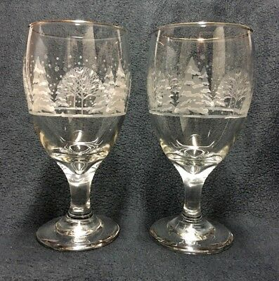 Arby's Libbey White Winter Scene Iced Tea Glass Goblet Christmas 1980s Set of 2