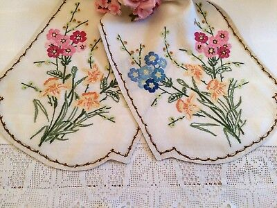 Beautiful Table Runner/Cloth Hand Embroidered Raised Crewel Work ~Vintage Linens