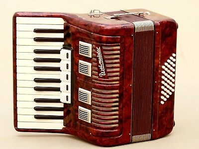 Very Nice Accordion Weltmeister 40 bass including case