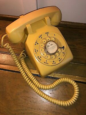 Vintage Yellow Bell System Western Electric 500DM Rotary Desk Phone Telephone