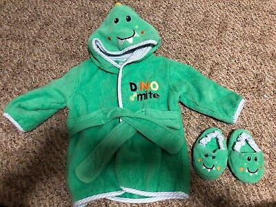 EUC Baby Robe And Slippers Set Size 0-9 Months