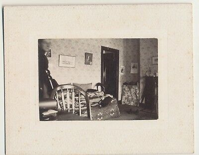 c1890 Antique Vernacular Snapshot Style Victorian Interior Cabinet Card Photo