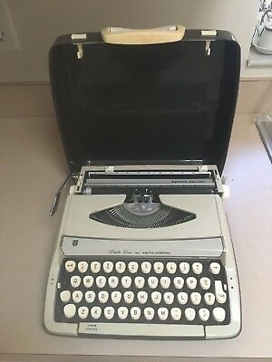 Smith Corona Zephyr Deluxe Pride Line Manual Typewriter Made in England