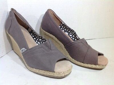 a7dc46416bb Toms Women s Size 6.5 Calypso Gray Canvas Peep Toe Wedge Heels Shoes IP-273