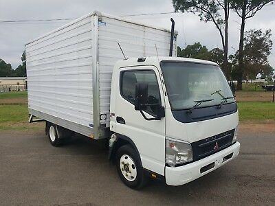 2005 Mitsubishi canter turbo diesel pantech car licence truck