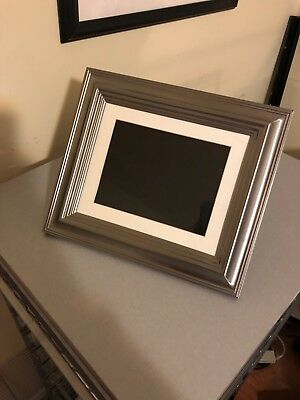 "Insignia - NS-DPF8TR 8"" LCD Digital Photo Frame - Silver, hardly used, like new"