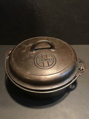 Vintage Griswold Cast Iron No 8 Crock Pot / Dutch Oven w Trivet