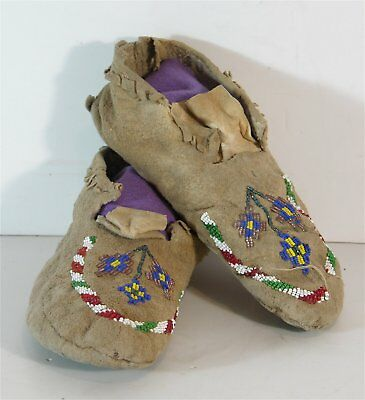 ca1920s PAIR OF NATIVE AMERICAN NORTHERN CHEYENNE INDIAN BEADED HIDE MOCCASINS