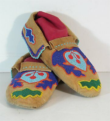 ca1920s PAIR OF NATIVE AMERICAN PLATEAU / FLATHEAD INDIAN BEADED HIDE MOCCASINS
