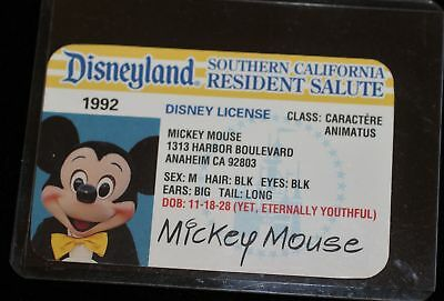 Disneyland Southern California Resident Salute Mickey Mouse Disney License 1992