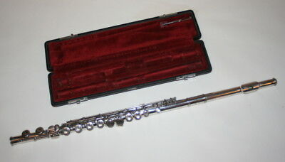 Yamaha YFL 211S Flute in the case