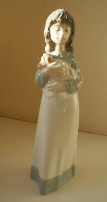 Nao/lladro Figurine - Girl With Dog In Blanket